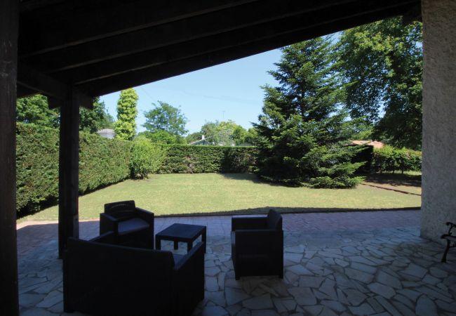 Maison à Andernos-les-Bains - Villa 4 chambres Bassin d'Arcachon dans quartier résidentiel.